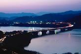 大草山から高速道路を望む